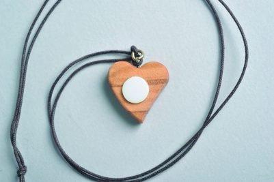 Ciondolo cuore in legno